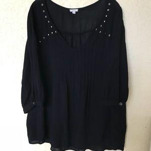 Eyeshadow 1X black studded V front flowy blouse